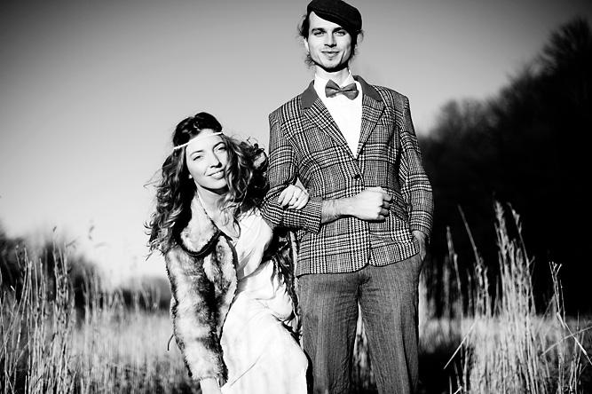 foto trouwreportage in bos, zwart-wit
